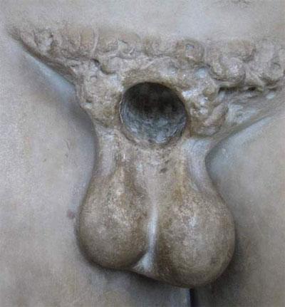 Rue Bricabrac, statue, castrée